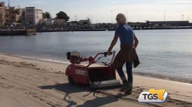 Pulizia delle spiagge a Palermo in vista delle festività