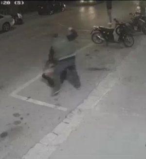 """Bimbo di 10 anni vittima di bullismo a Ragusa, il video del padre che si """"vendica"""" a colpi di spranga"""
