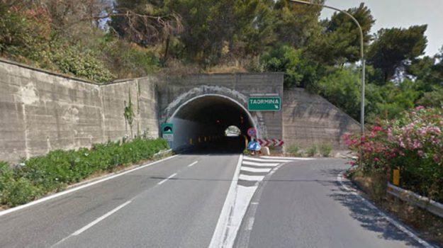 Lavori Taormina, Messina, Economia