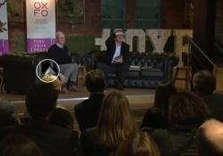 Tim Cook intervistato, e l'Iphone X gli cade dalla tasca
