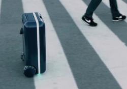 Travelmate Robotics pronta a portare in Europa la sua Travelmate: è un vero e proprio robot intelligente, con sensori capaci di tenersi nelle vicinanze del padrone e spostarsi con un sistema di ruote particolari. Fino a 11 km/h e 4 ore di autonomia. Prezzo elevato: 1.100 euro