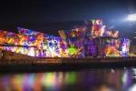 Sull'edificio realizzato da Gehry la spettacolare esibizione di Reflections