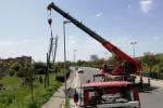Forti raffiche di vento a Vittoria, abbattuti alberi e cartelloni pubblicitari