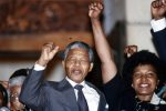 Il Sudafrica piange Winnie, l'ex moglie di Nelson Mandela