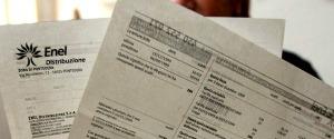 Bollette sempre più care in Italia: +6% negli ultimi 16 mesi, colpiti soprattutto gli anziani