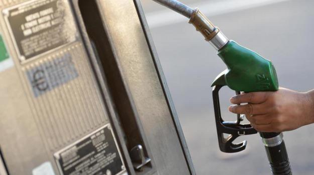 prezzo benzina, prezzo diesel, Sicilia, Economia