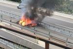 I resti della Tesla Model S incendiata in Canton Ticino