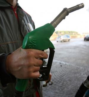 Il prezzo del petrolio aumenta ancora, benzina sempre più cara