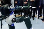 Il presidente Sergio Mattarella all'Istituto Italiano di Tecnologia assiste alla danza del robot bambino iCub