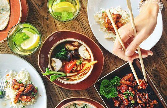 Cosa ordinare al ristorante? Hamburger o insalata, il volume della musica influisce sulla scelta