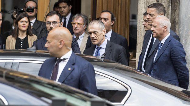 incarico a cottarelli, nuovo governo, Carlo Cottarelli, Sergio Mattarella, Sicilia, Politica