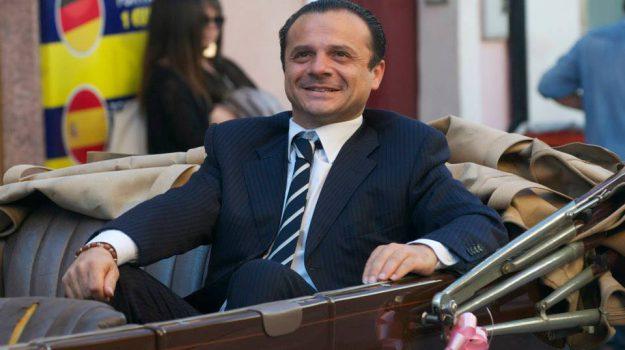 provocazione de luca su migranti, Messina, Politica