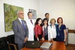 Da sx Venezia, Siragusa, MM e il team di medici del Policlinico che ha seguito la paziente