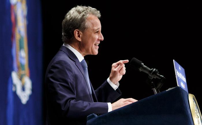 Molestie, quattro donne accusano di violenze sessuali il procuratore di NY