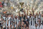 Serie A, festa scudetto per la Juventus: le immagini della premiazione e della sfilata in pullman