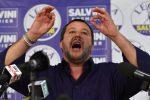 Il segretario della Lega, Matteo Salvini, in conferenza stampa a Milano