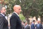 Falcone, il ricordo alla caserma Lungaro: il ministro Minniti depone corona di fiori