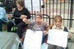 Palermo, gli ex dipendenti dell'Opera pia Ruffini si incatenano: il video della protesta