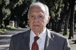 Il ministro Savona indagato a Campobasso per usura bancaria con altre 22 persone
