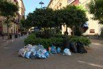 """Rifiuti nel """"salotto"""" di Palermo: sacchetti non raccolti in via Principe di Belmonte"""