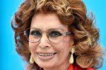 Amici, super puntata con Sophia Loren: le foto delle prove e tutti gli ospiti