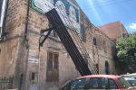Palermo, crolla una passerella: ferito un operaio in via Lo Faso