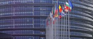 Covid, via libera dal Parlamento europeo al green pass per gli spostamenti