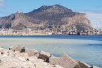 Lavori al collettore fognario, terra finisce in mare: chiazza gialla al Foro Italico di Palermo