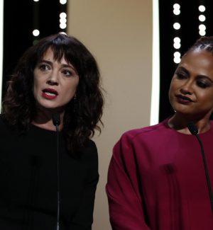 Asia Argento con Ava Duvernay sul palco del festival di Cannes
