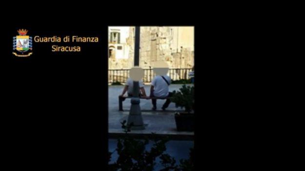 Rosolini, assenteismo all'Asp: ecco le immagini che riprendono i due indagati mentre andavano per negozi