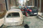 Incendio nella notte a Solarino, le fiamme distruggono due auto