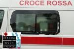 Napoli, l'ambulanza danneggiata dal paletto di ferro
