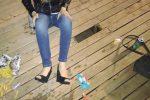 Buca nella piazza di legno a Selinunte: donna cade e si ferisce a una gamba