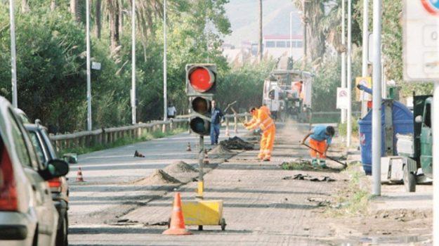 manutenzione strade messina, Messina, Economia