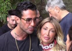L'ex re dei paparazzi con la fidanzata a un party a Roma