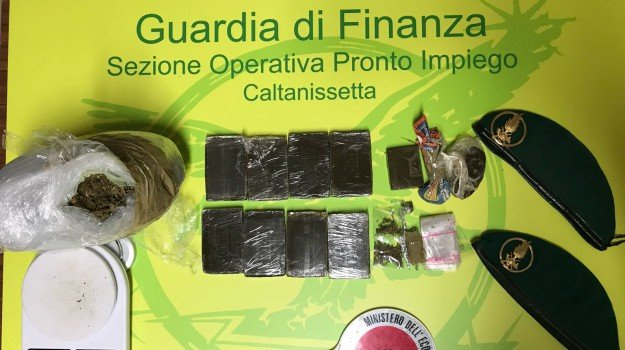 pusher arrestato caltanissetta, Caltanissetta, Cronaca