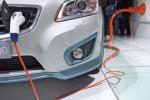 Gli italiani sognano di avere un'auto elettrica o ibrida, crolla il diesel