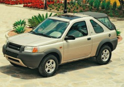 La strategia suv di Land Rover prevede ritorno del Freelander come modello d'ingresso