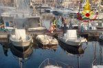 Palermo, peschereccio a fuoco: paura all'Acquasanta
