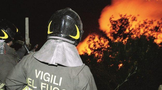incendio, piromane, vigili del fuoco, Caltanissetta, Cronaca