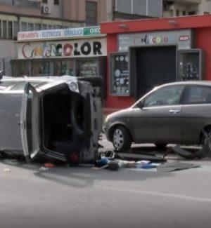 Auto si ribalta, incidente nella notte a Palermo: ferita una ragazza