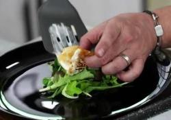 Insalata di quinoa con caprino alla piastra e pomodorini confit