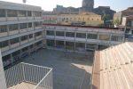 Catene ai cancelli della scuola per bloccare le prove Invalsi, 5 studenti denunciati a Catania
