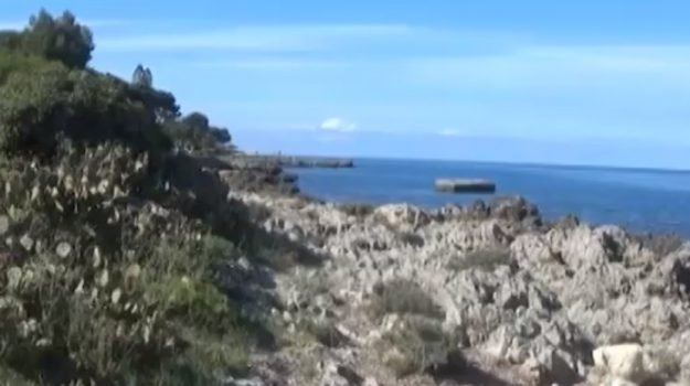 Carini, è polemica sull'accesso al mare di Marinalonga