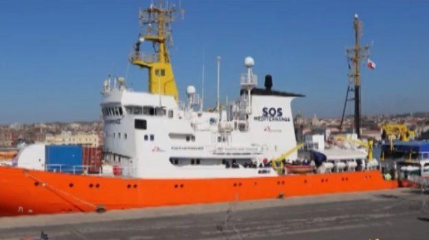 Migranti, sbarcati in 105 al porto di Catania