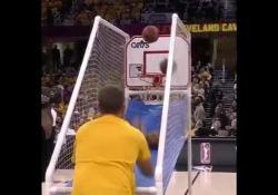 Un tifoso dei Cleveland Cavaliers si è meritato le copertine dell'ultima giornata