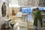 """Il Papa prega davanti alla Madonna di Siracusa: """"Ci dia il dono delle lacrime"""""""