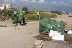 Palermo, volontari e operatori Rap ripuliscono il porticciolo della Bandita
