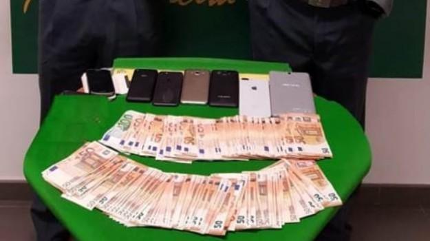 arresto aeroporto catania, smartphone rubati catania, Catania, Cronaca