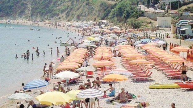 spiagge pulite castellammare, Trapani, Economia